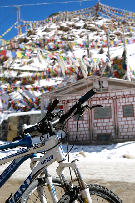Kargung-La-Summit-Prayer-flags+bikes.png