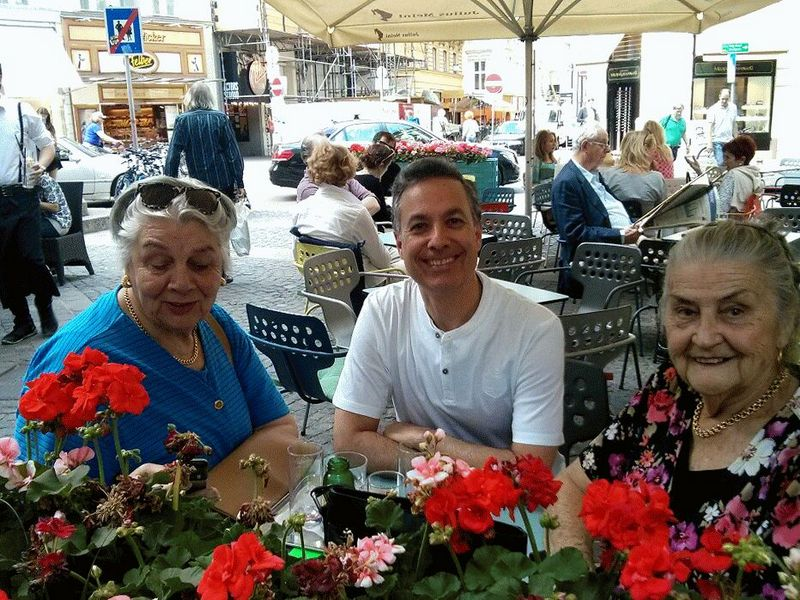 Flowers and smiles after a free walk with Vienna Greeters