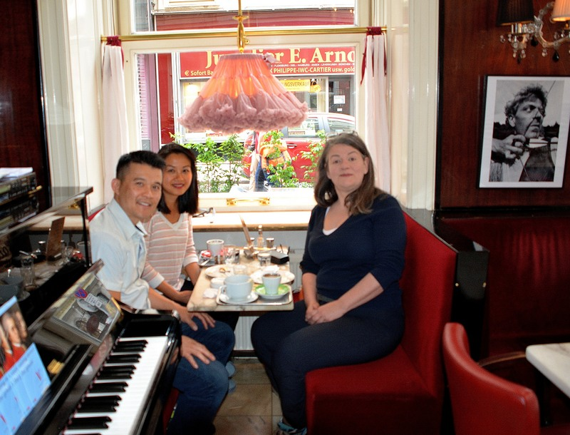 A Vienna Greeter with her guests in a traditional Viennese coffee house