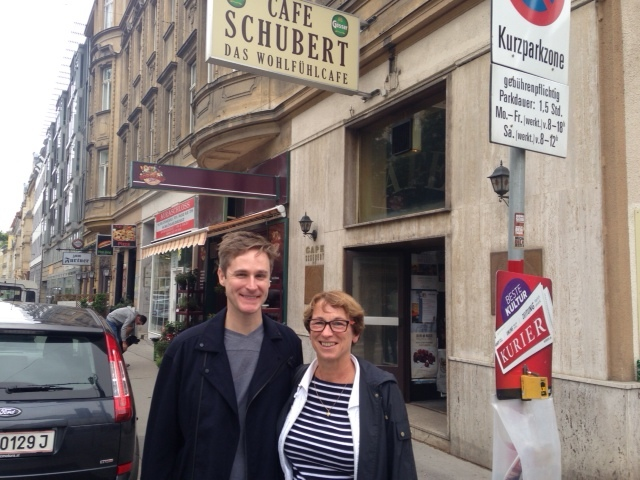 A Vienna Greeter with her guest on a free walk through the city