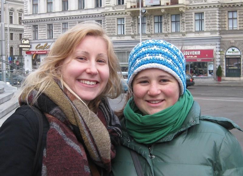 Happy visitors on a walk through Vienna