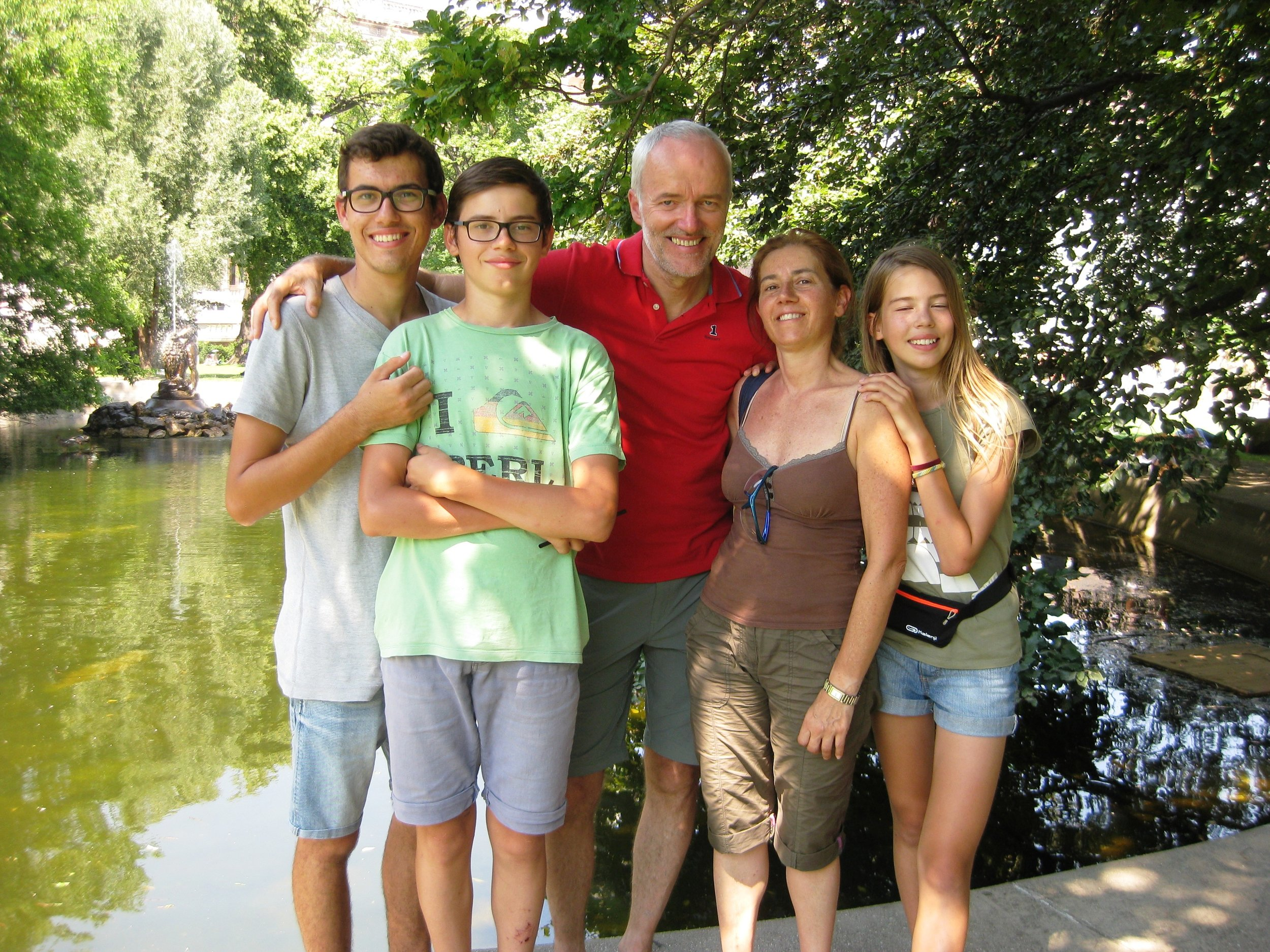 A happy family on a free walking tour with Vienna Greeters
