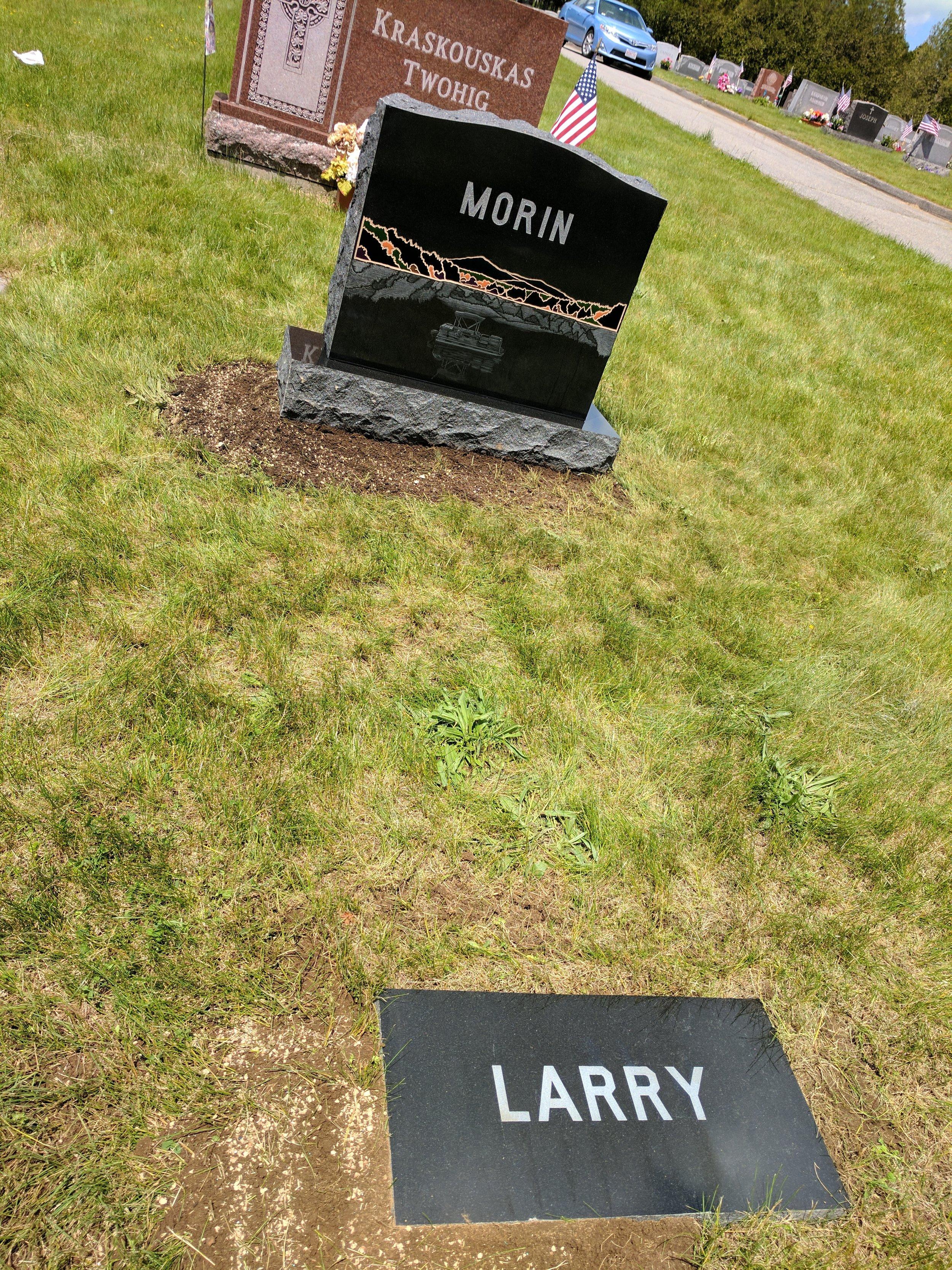 Complete memorial set in cemetery