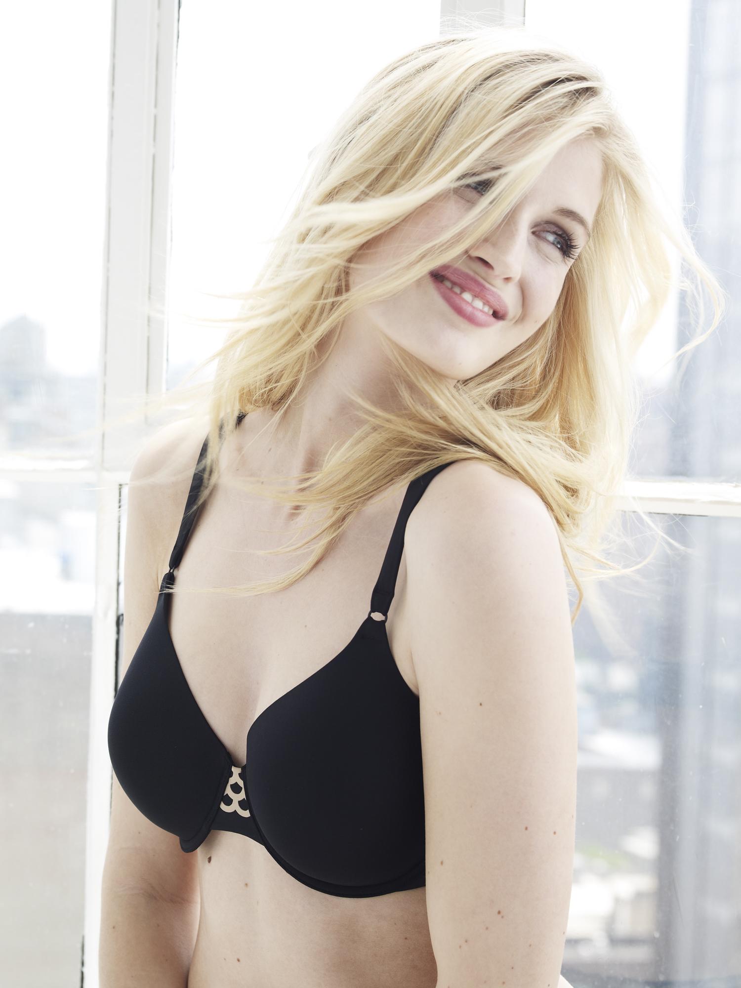 blond+black+bra.jpg