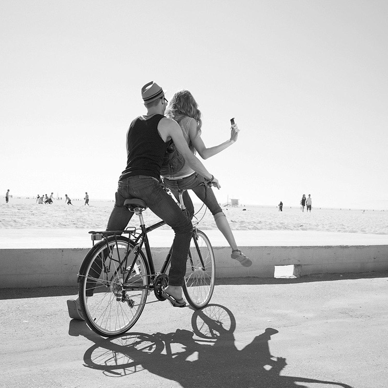 beach bicyclew.jpg