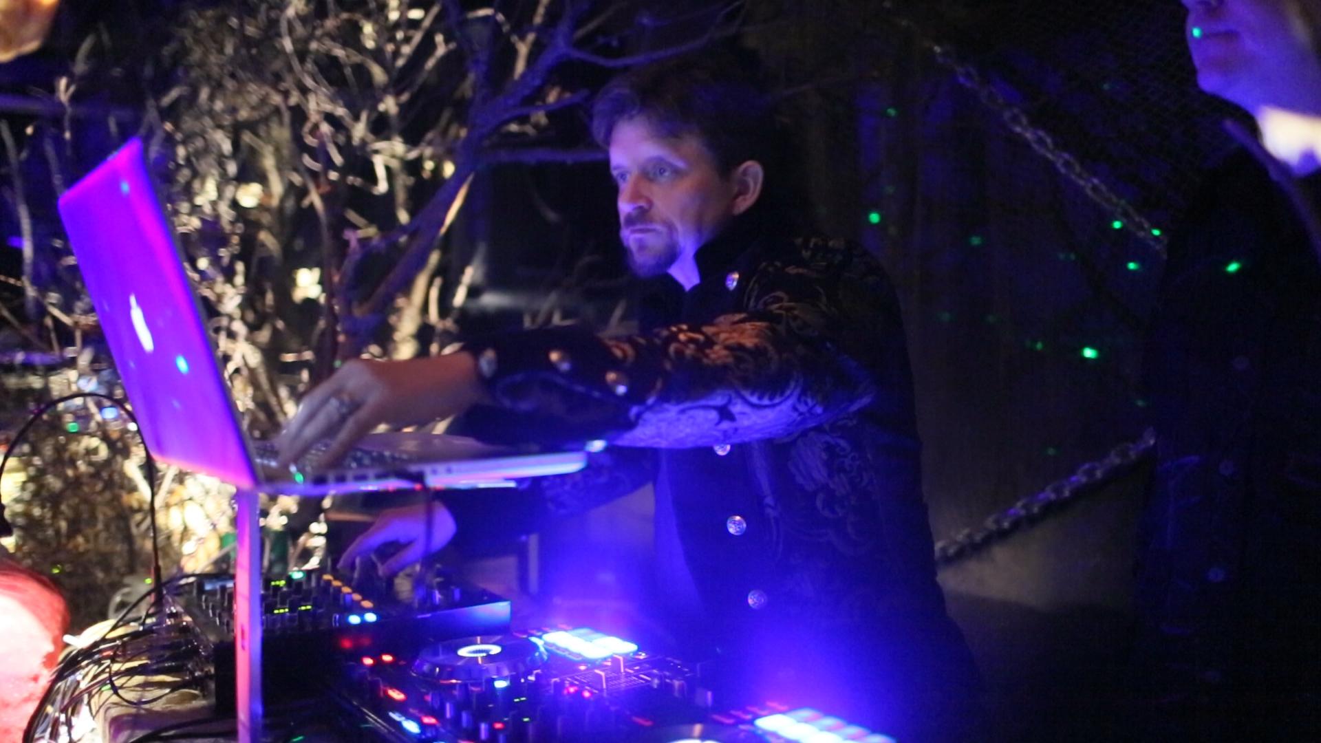 (  Bryan Franklin aka NIMITAE DJing at Supper Club, San Francisco  )