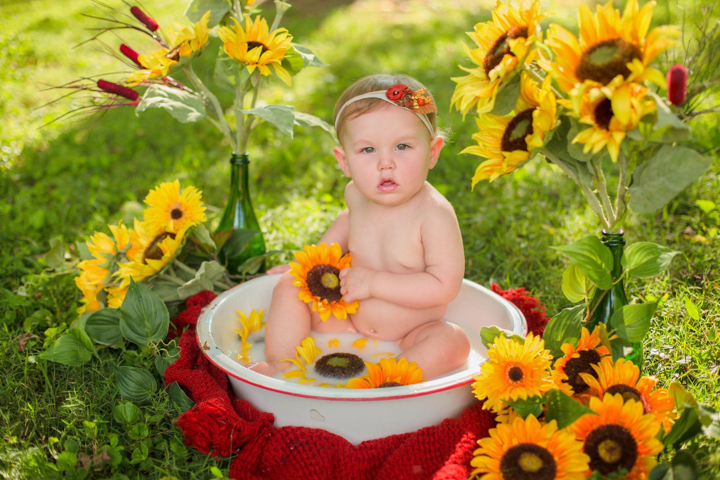 Sawyer-Jo-Sunflower-Milk-bath-Nashville-Family-Photographer-Chelsea-Meadows-Photography-(5).jpg