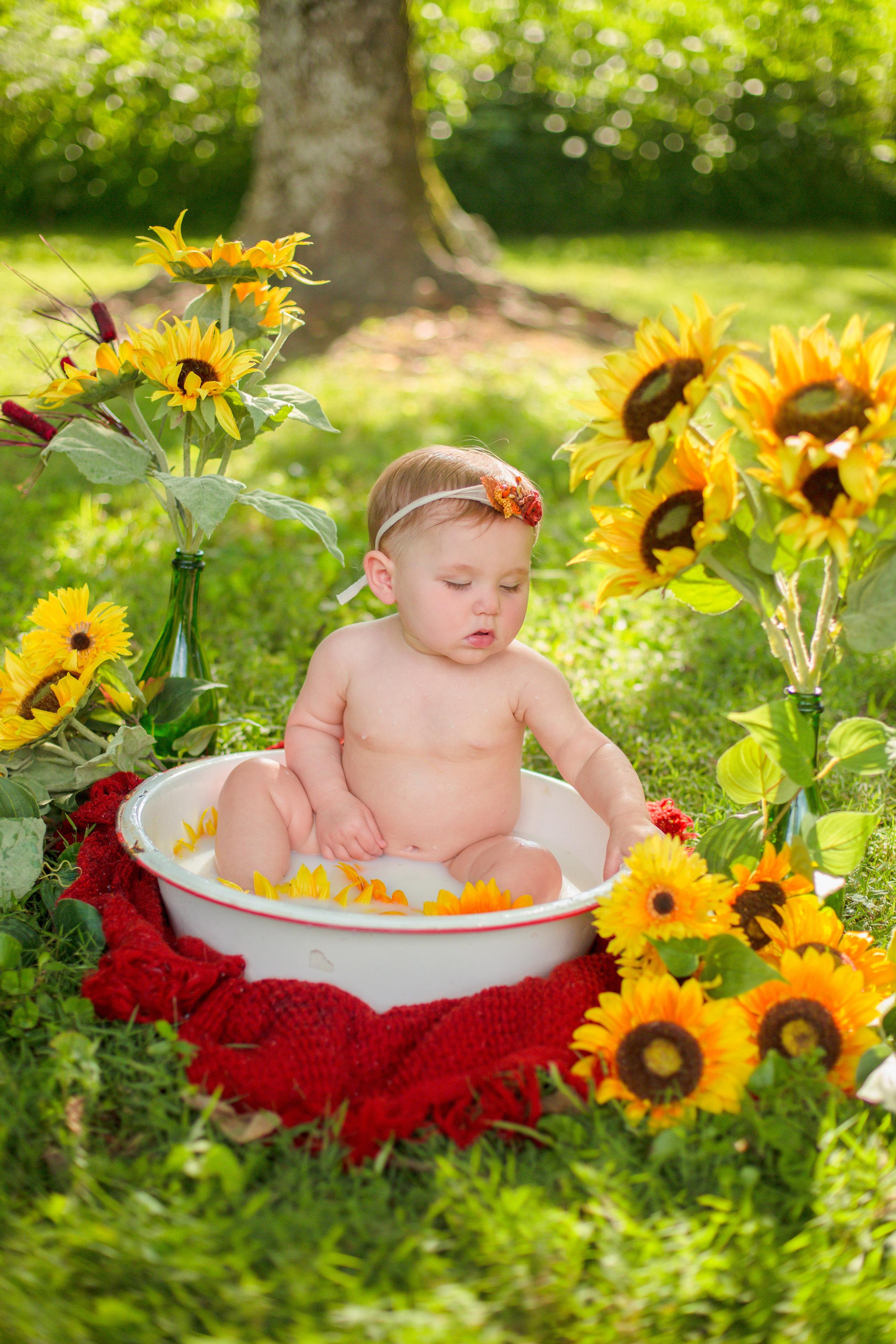 Sawyer-Jo-Sunflower-Milk-bath-Nashville-Family-Photographer-Chelsea-Meadows-Photography-(18).jpg