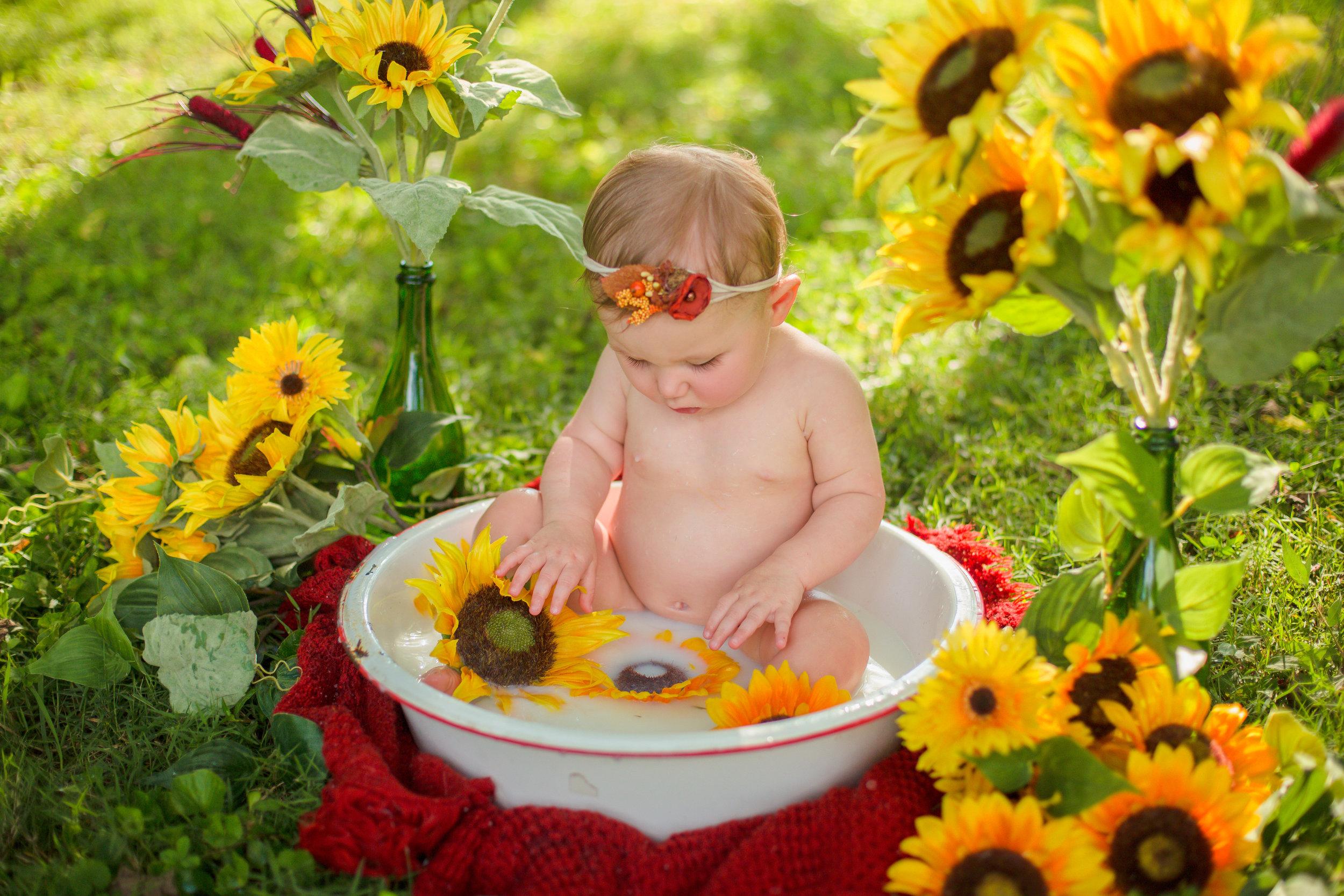 Sawyer-Jo-Sunflower-Milk-bath-Nashville-Family-Photographer-Chelsea-Meadows-Photography-(19).jpg