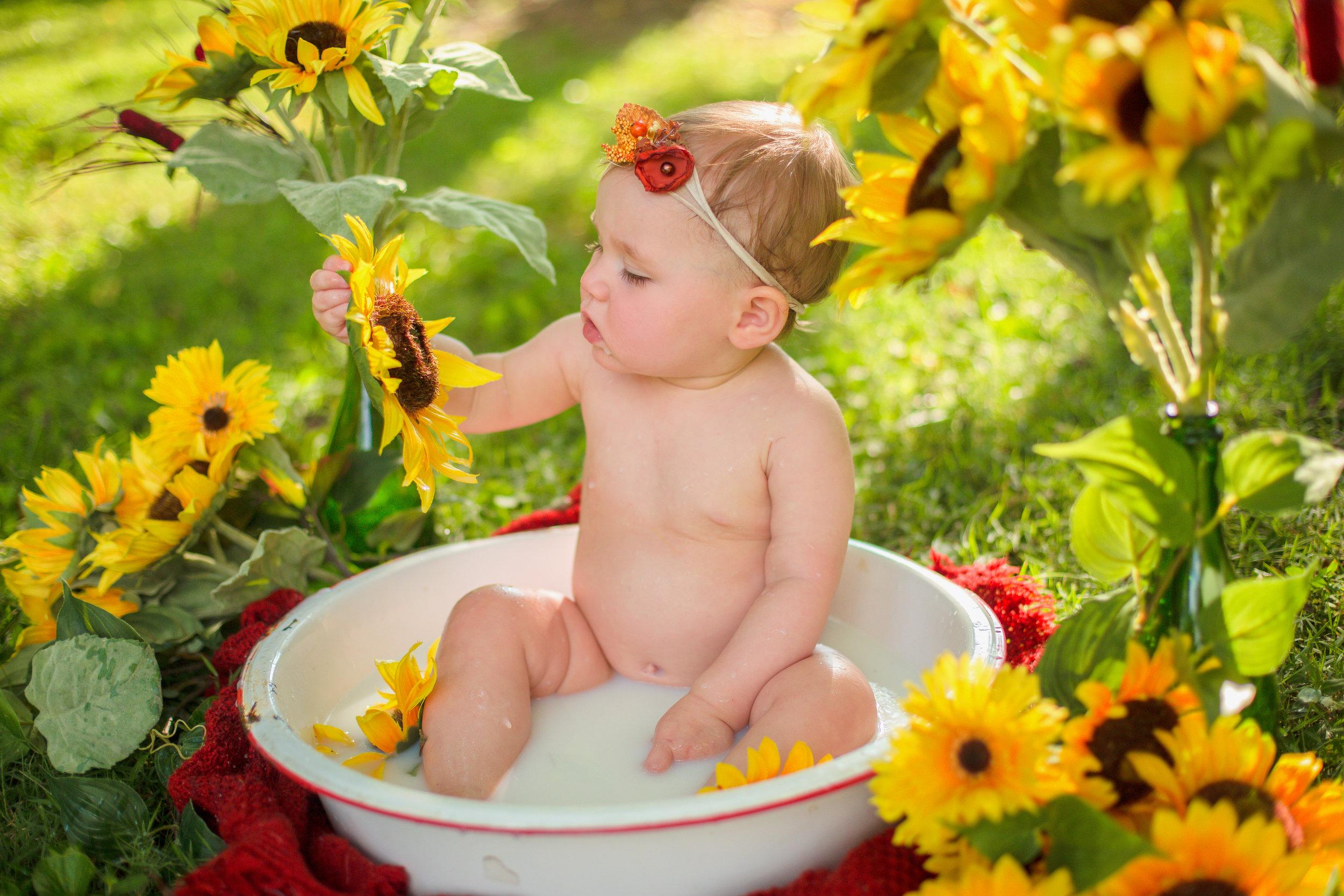 Sawyer-Jo-Sunflower-Milk-bath-Nashville-Family-Photographer-Chelsea-Meadows-Photography-(29).jpg