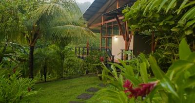 Modern+accommodations+yoga+retreat+teacher+training+costa+rica.jpg