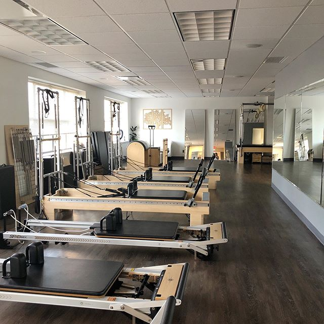 There will be some amazing energy in this room in a few. Dr. Nara is subbing 9AM class this morning. 1 spot available, who's in??🤗 Have an amazing day!! . . . . . #legday #lunges #squats #quads #gluteday #abs #strongcore #pilates #pilatesreformer #pilatesstudio #physio #physiotherapy #physiotherapist #physiosays #physiotips #wellnesstips #fitness #fitnessjourney #stronglegs #core #wellandgoodnyc #movewithpurpose  #movementnutrition #lungecorrections #strengthtraining #injuryprevention #manhasset #manhassetmoms #nyc