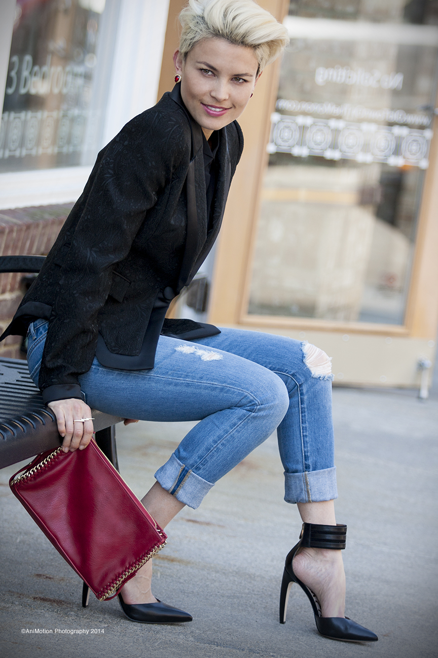 Blazer by Cavalli/ Jeans, blouse and electric ring by  C Wonder Store / Shoes by Sam Edelman/ Clutch by Zara/ Earrings and Hand-chain by  Aquinnah Jewelry