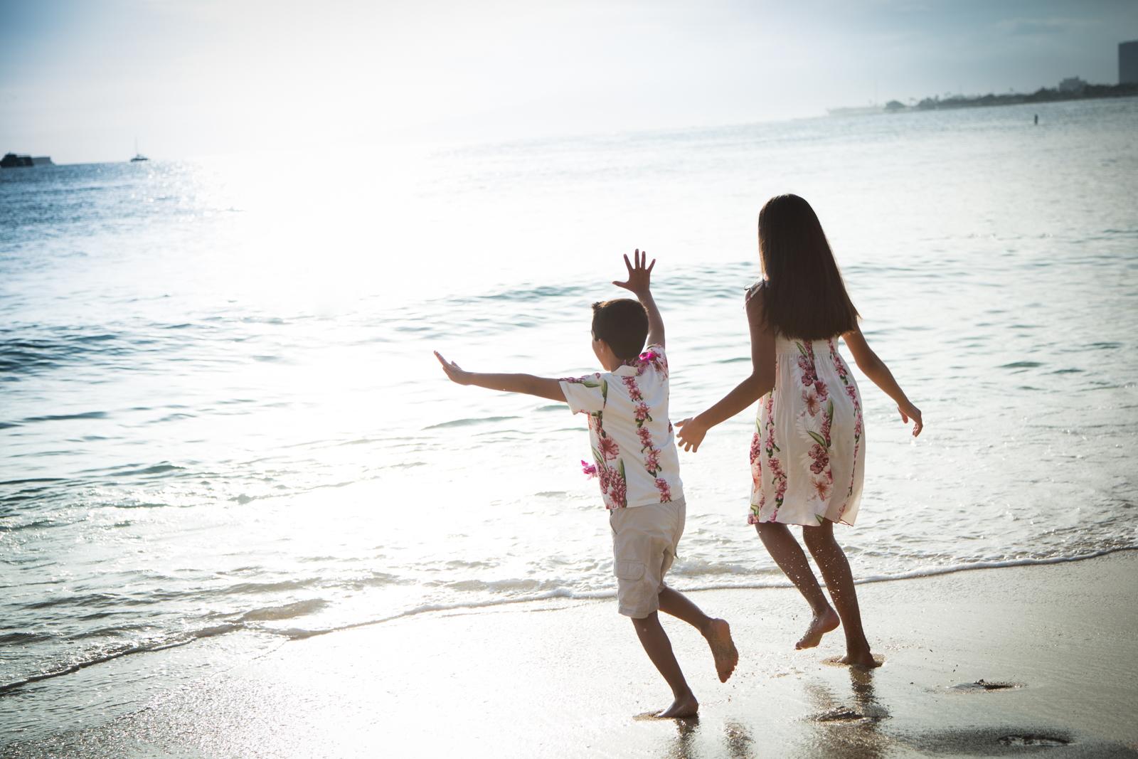 Waikiki Beach Family-15.jpg