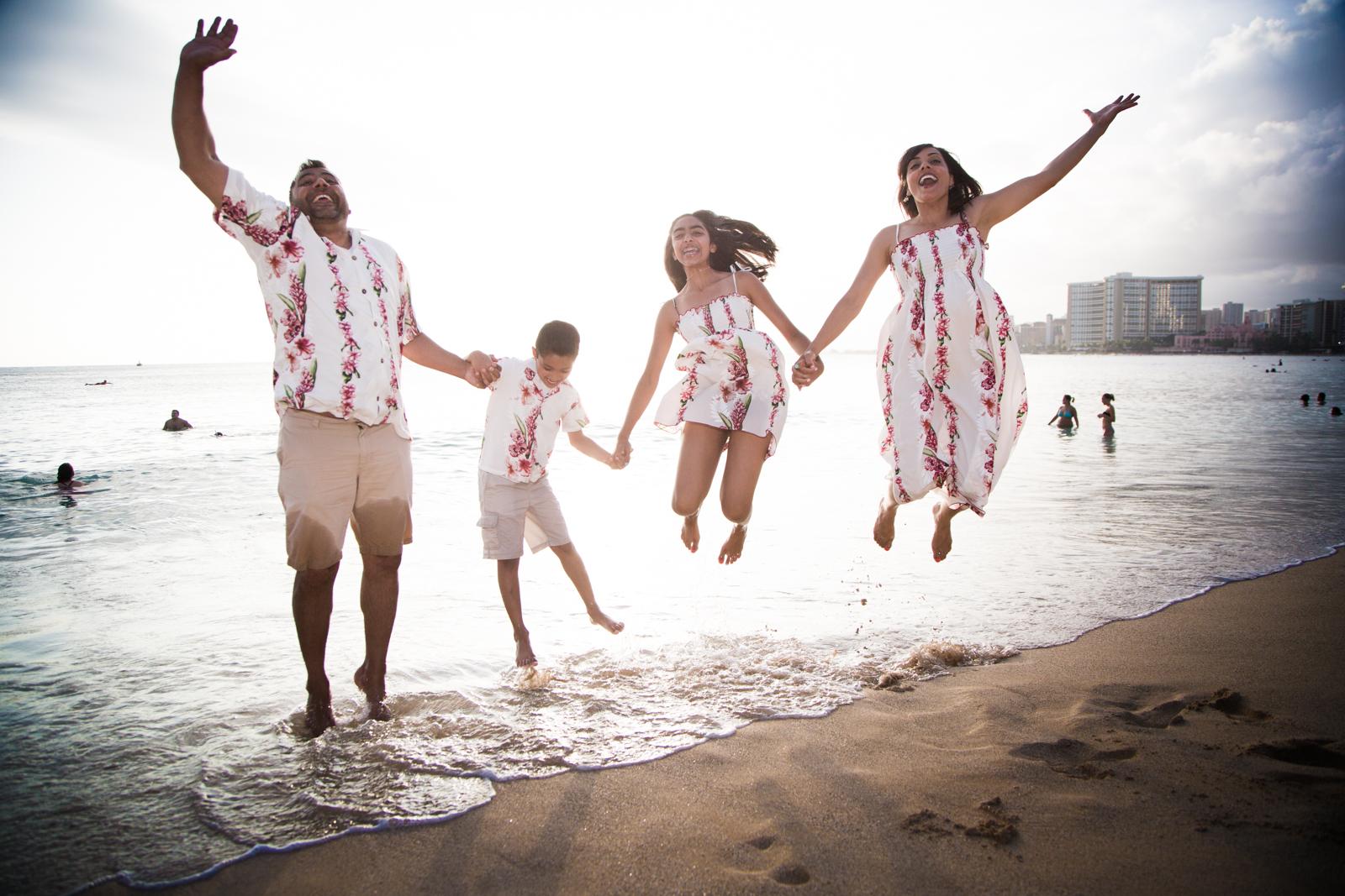 Waikiki Beach Family-25.jpg