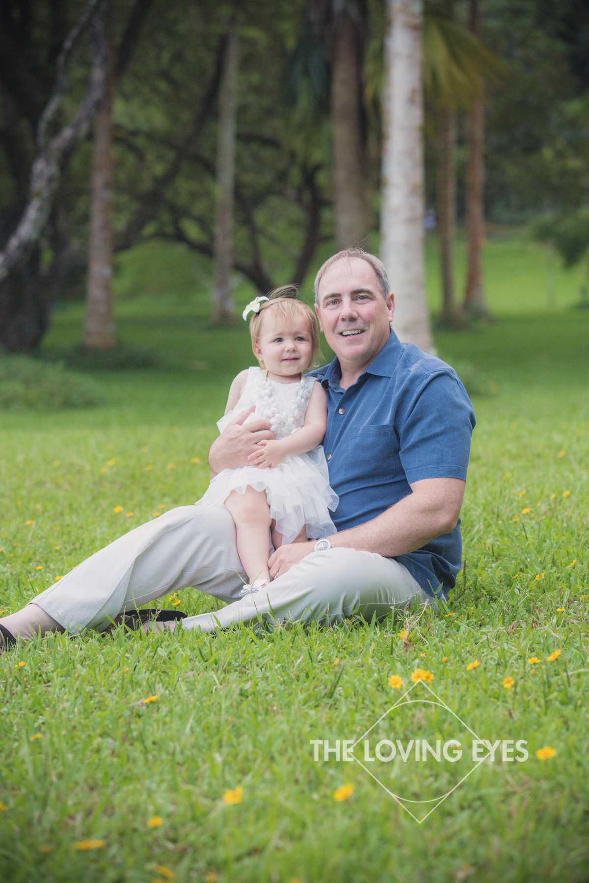 Father and daughter portrait in Hawaii at Hoʻomaluhia Botanical Gardens