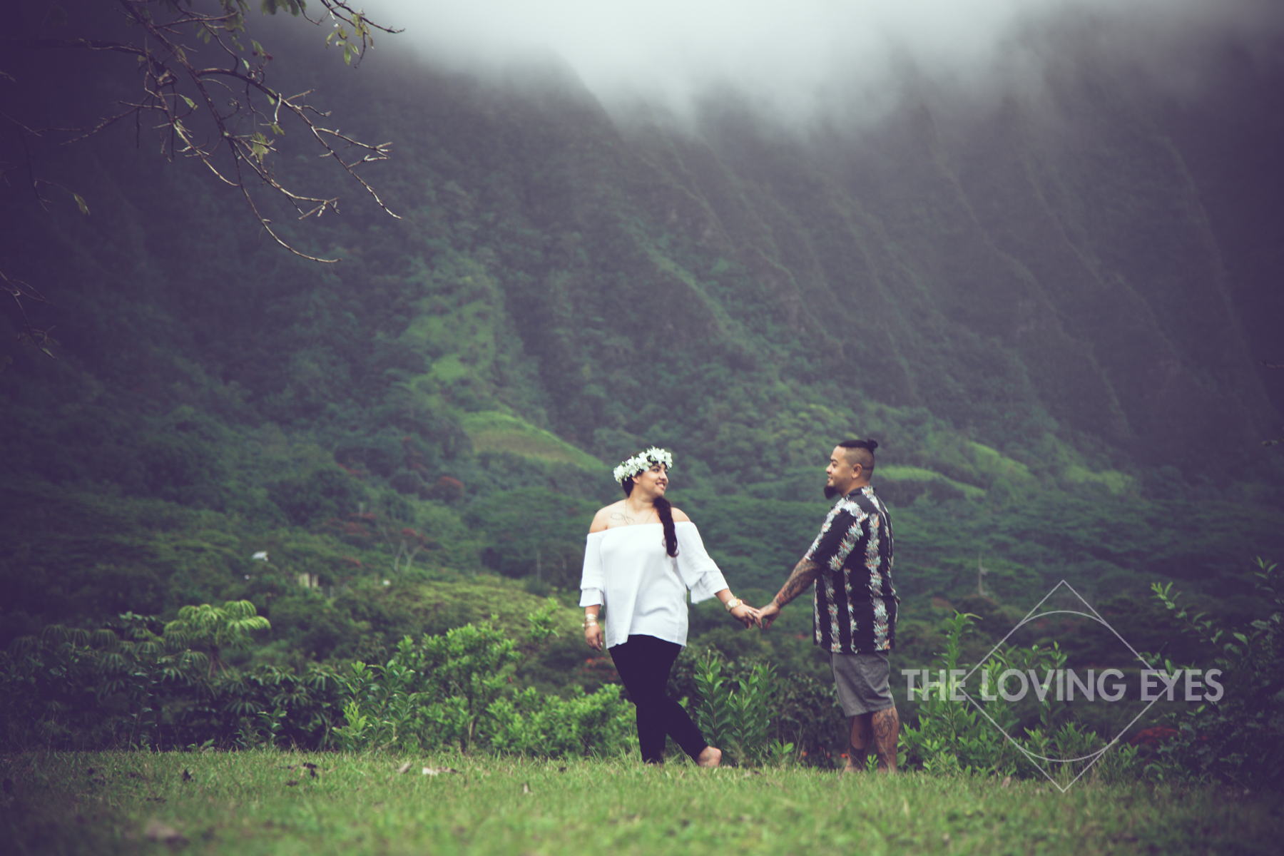 Hawaii-engagement-photo-in-mountains.jpg
