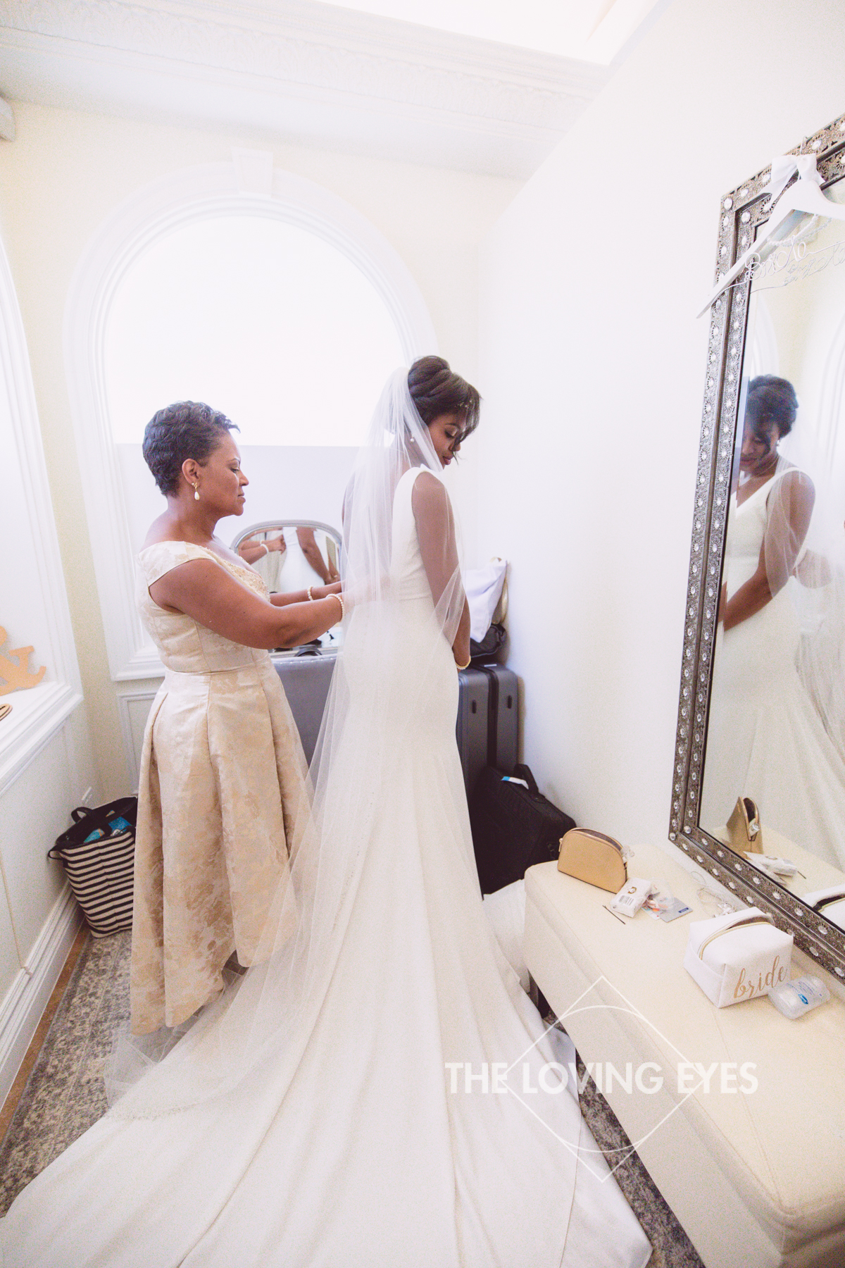 Mother and bride getting ready in the bridal suite at the Hanalani Chapel in Hawaii