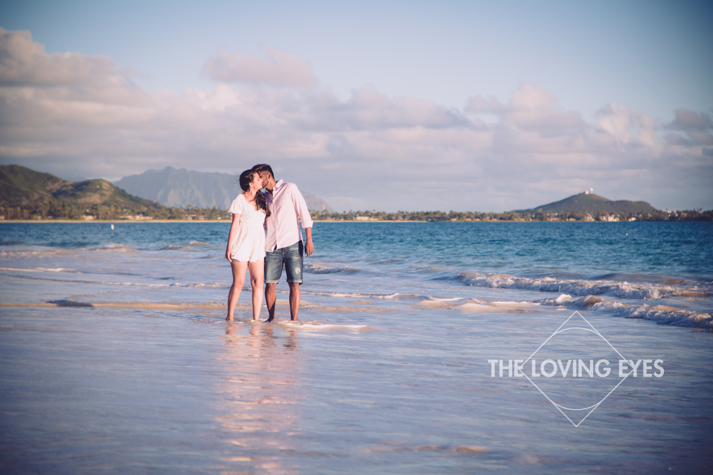 Couple photography walking on the beach in Kailua