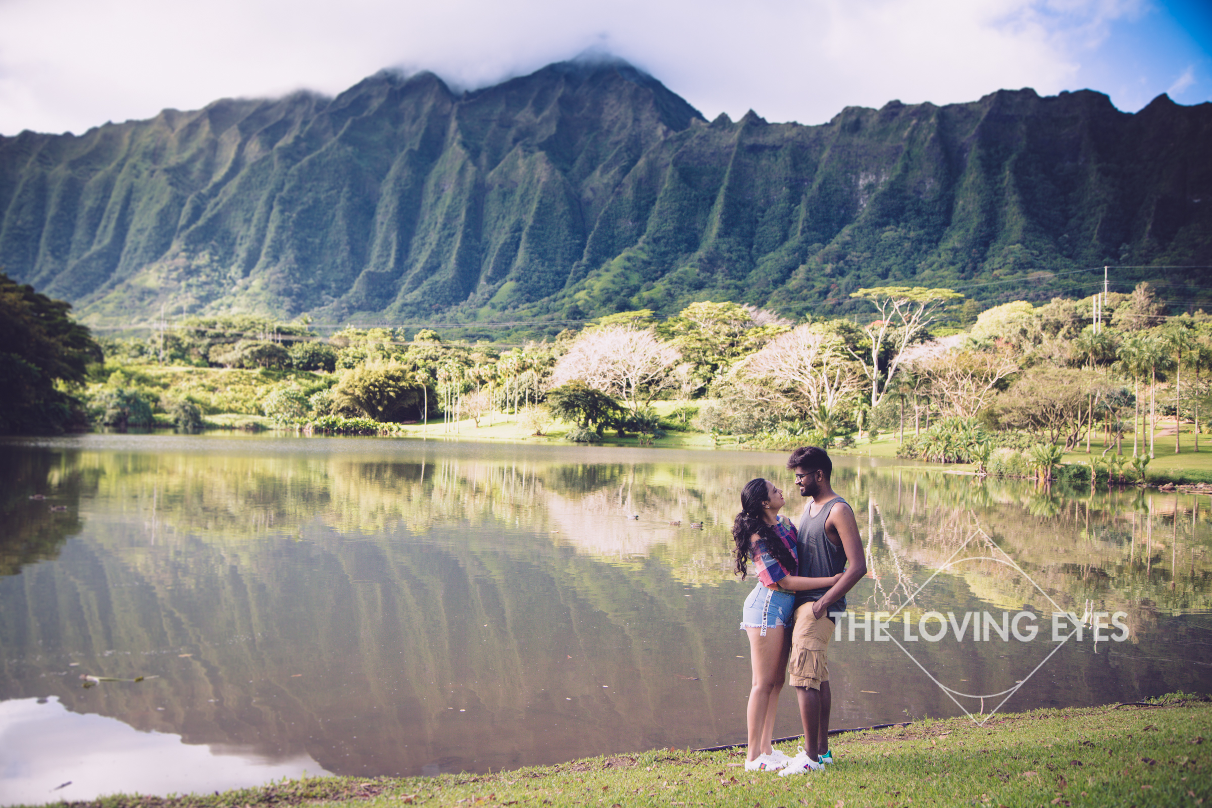 Couple photography tour in Hawaii at Hoomaluhia