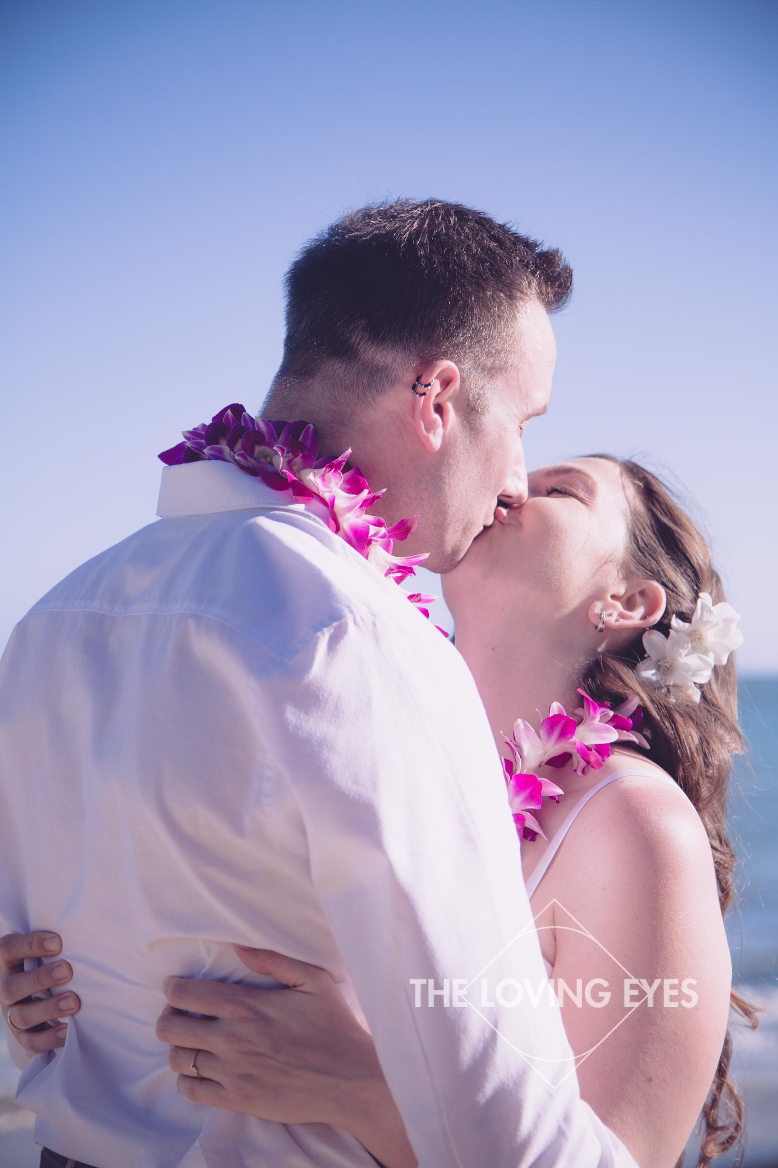 Hawaii-beach-elopement-2.jpg