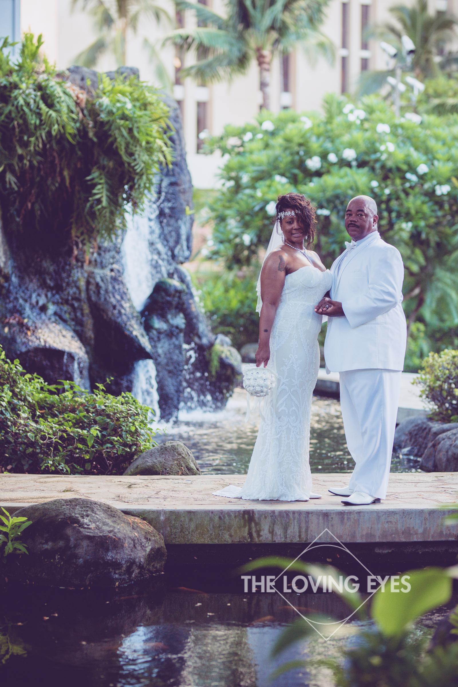 Honeymoon-Photos-in-Waikiki-5.jpg