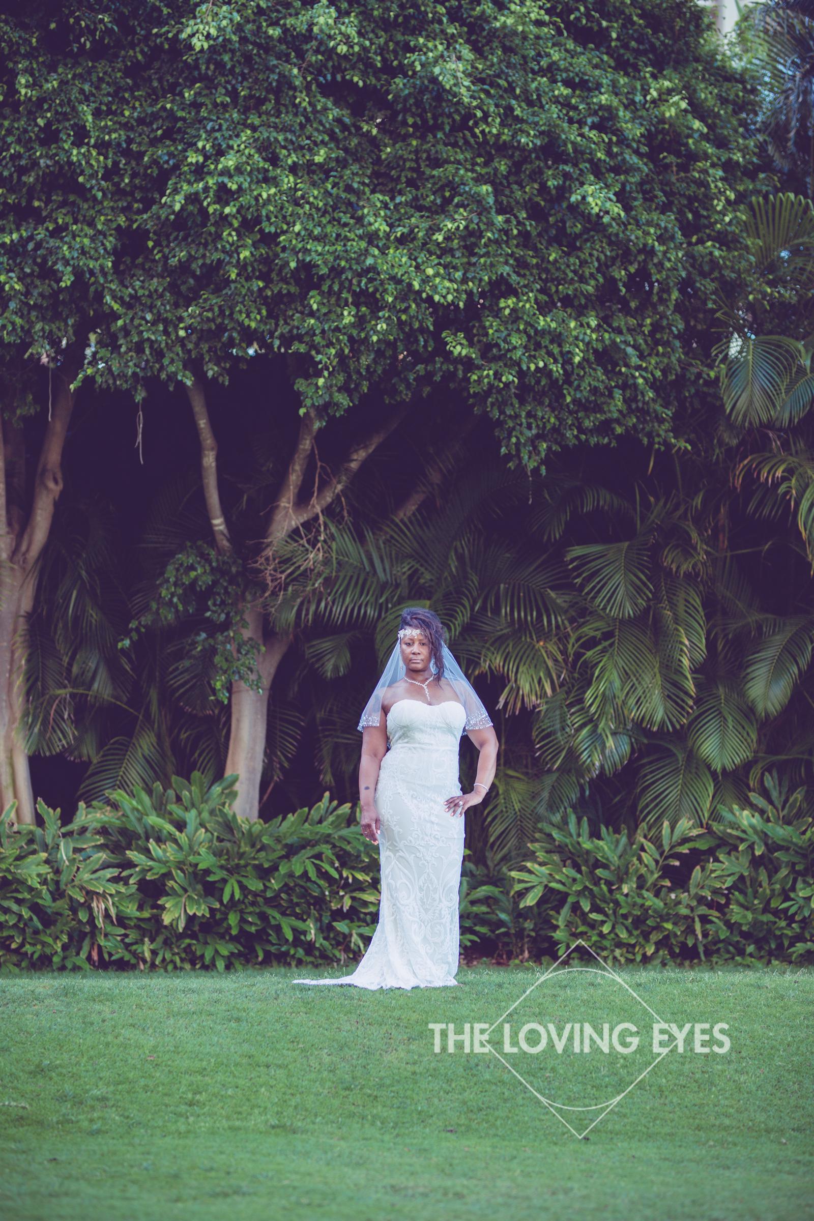Honeymoon-Photos-in-Waikiki-7.jpg