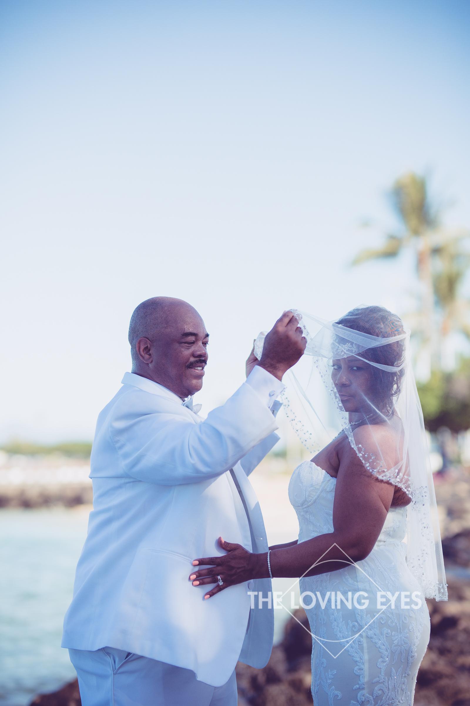 Honeymoon-Photos-in-Waikiki-13.jpg
