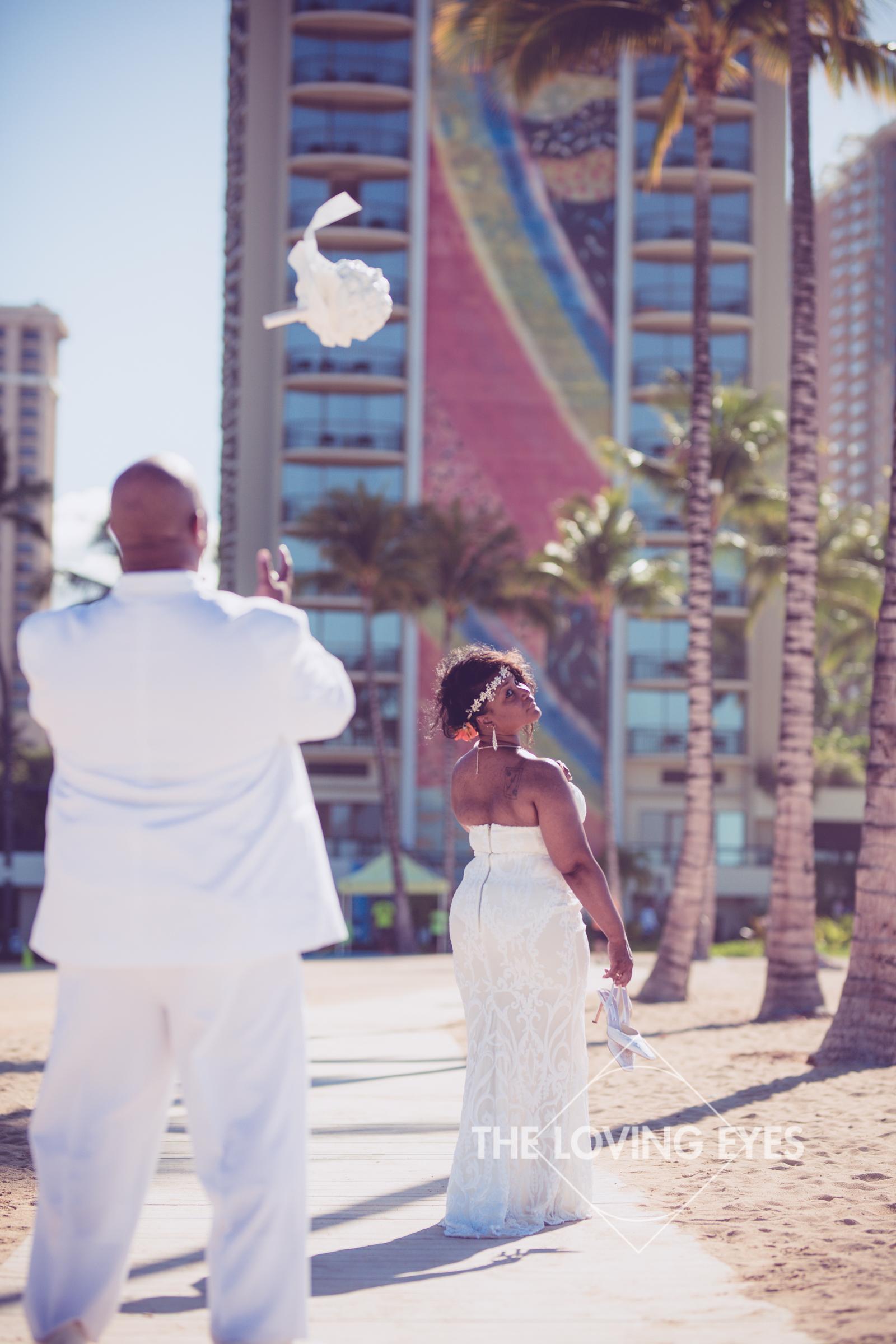 Honeymoon-Photos-in-Waikiki-16.jpg