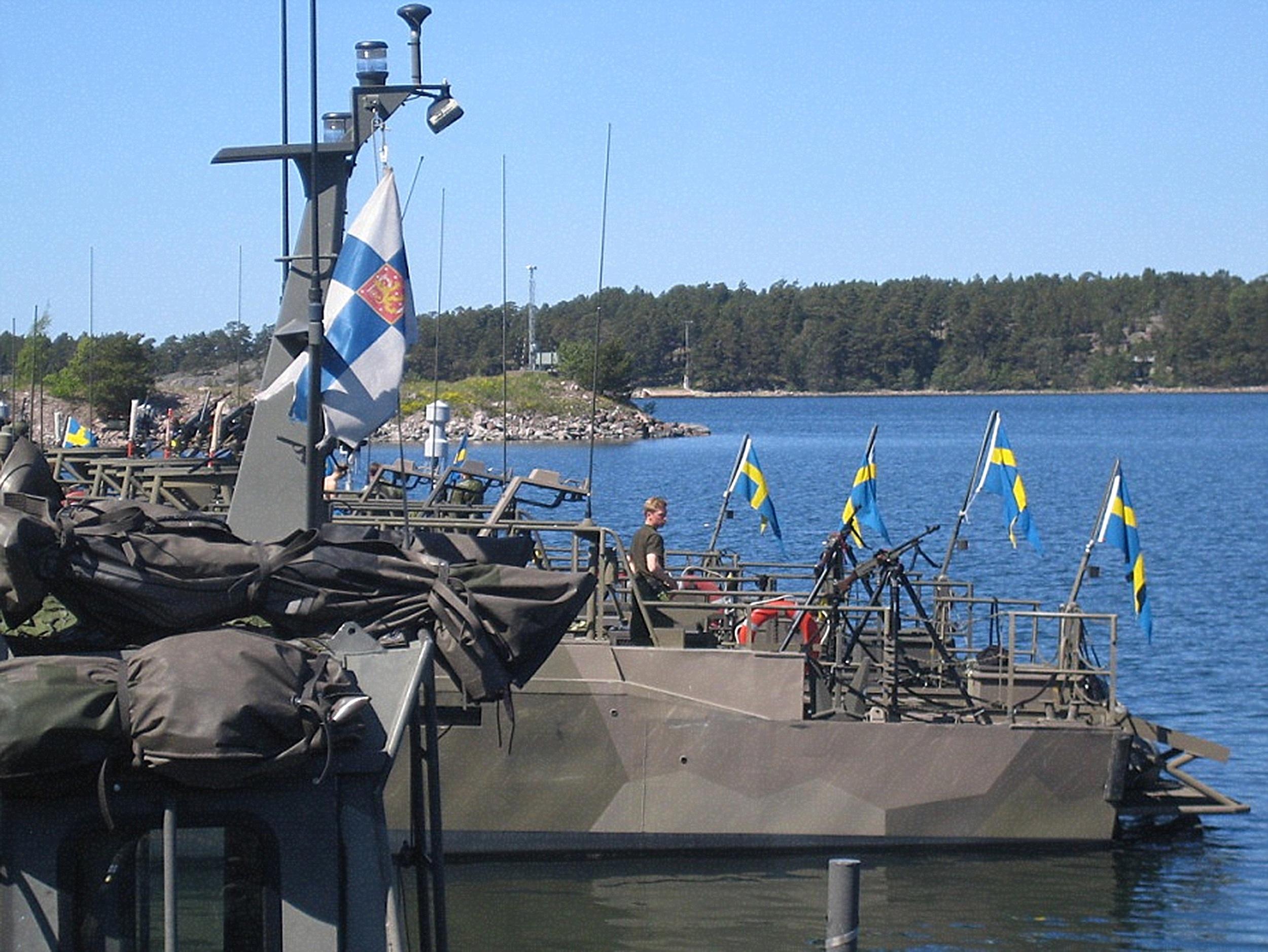 Finska och svenska stridsbåtsförare fick möjlighet att prova varandras flytetyg
