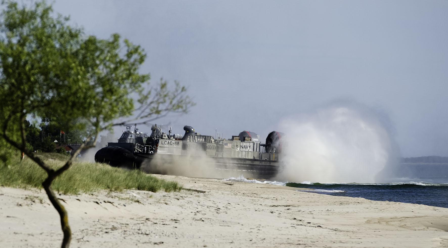 Amerikanska marinsoldater landstiger under övning Baltops.  Foto: Alexander Karlsson/Combat Camera/Försvarsmakten