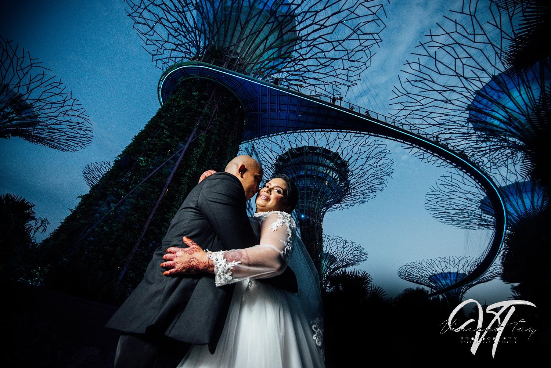 Prewedding photoshoot at Gardens by the Bay Wedding SuperTree