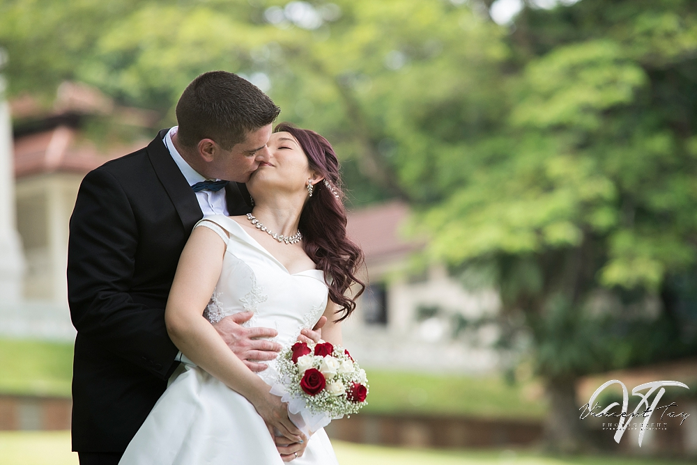 Couple-photoshoot-fort-canning-green.jpg