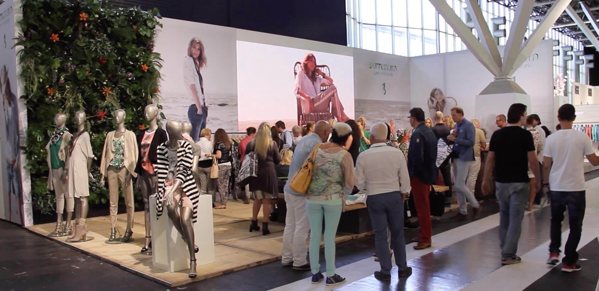 Summum op de Modefabriek. Een van de druk bezochtste stands.Deels te danken aan een gunstige plek en een goed design.