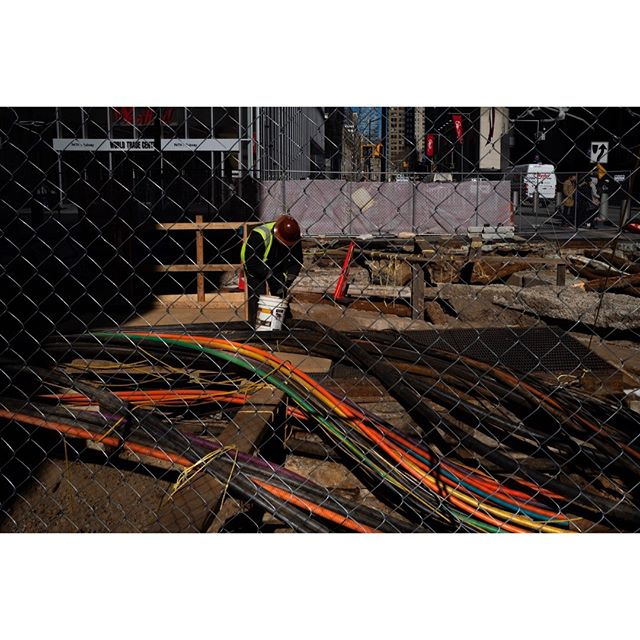 New-York Worker, Downtown Manhattan  • • • • • #streetactivity #urbanstreetphotogallery #eyephotomagazine #streetfinder  #life_is_street #streets_storytelling #storyofthestreet #timeless_streets #streetizm #eyeshotmag #lightbox #myspc_120k #leica #leica_photos #leicacamerafrance #leicastoreparis #streetleaks #streetsgrammer #insidephotos #ourstreet_ #capturestreets #streetfeat #nonstopstreet #dreaminstreets #everybodystreet #friendsinstreets #Fragmentphotos #yesnycgo #worker #myspc_120k