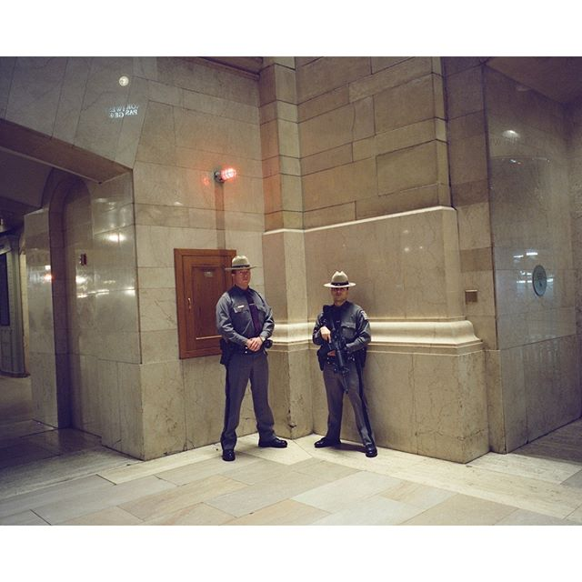 New-York, Gran Central Station⠀ •⠀ •⠀ •⠀ •⠀ •⠀ #urbanlandscape #filmphotography  #fisheyelemag #noicemag #gominimalmag ⠀ #lekkerzine #back2thebase  #somewheremagazine #120film #subjectivelyobjective #ourmomentum  #lucecurated #gominimalmag #minimalzine #analog #newtopographics #Mamiya7 #fragmentphotos #pellicolamag #filmwave ⠀ #theanalogclub #shootfilmmag #cinestill800t #analogstreetphotography