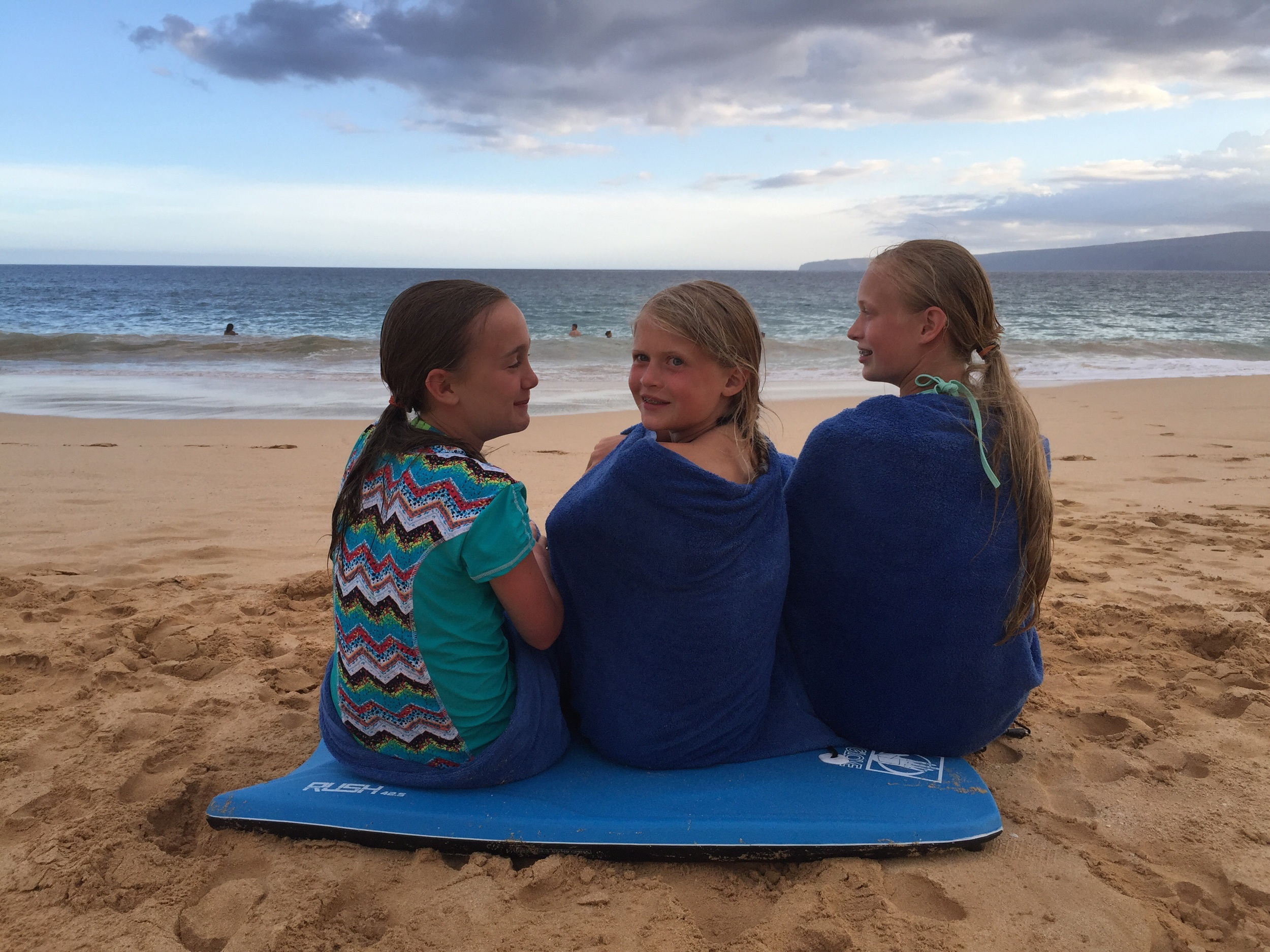 Island, Mollee and Zoe watching the boys in the spin cycle