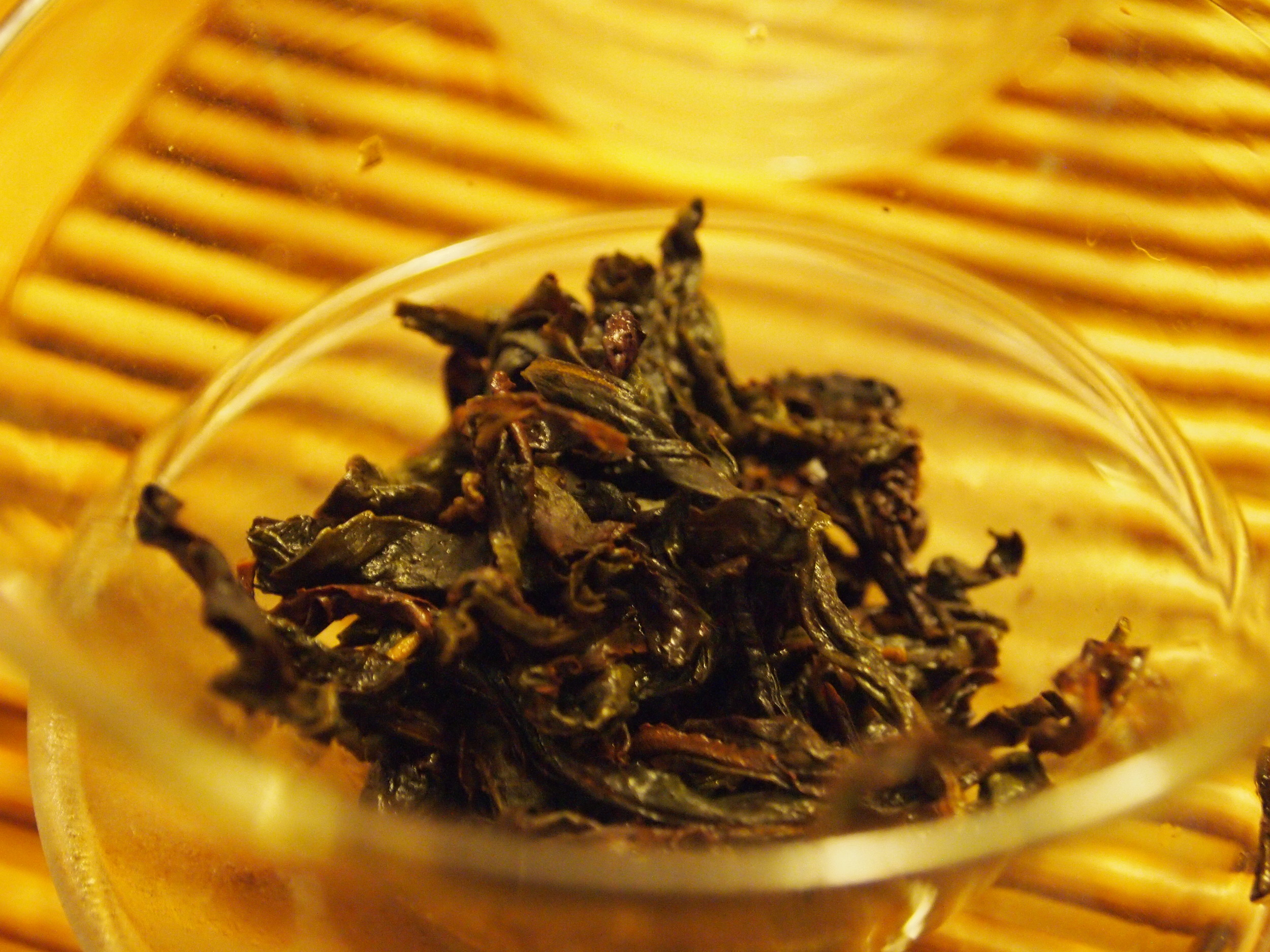 Here is the Shui Xian leaves after a quick rinse. It opened up the tightly twisted leaves without wasting a good infusion.