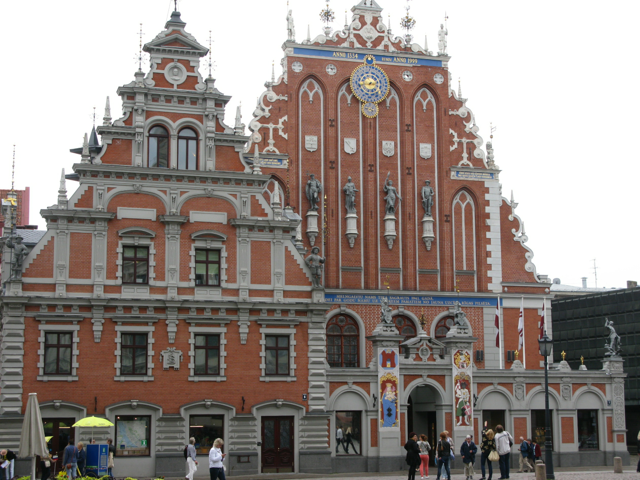 The House of Blackheads in the town square.