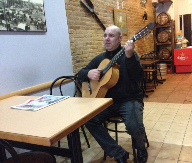 Great bar but a bit quiet - we said we'll have coffee if he plays for us. And he did happily!