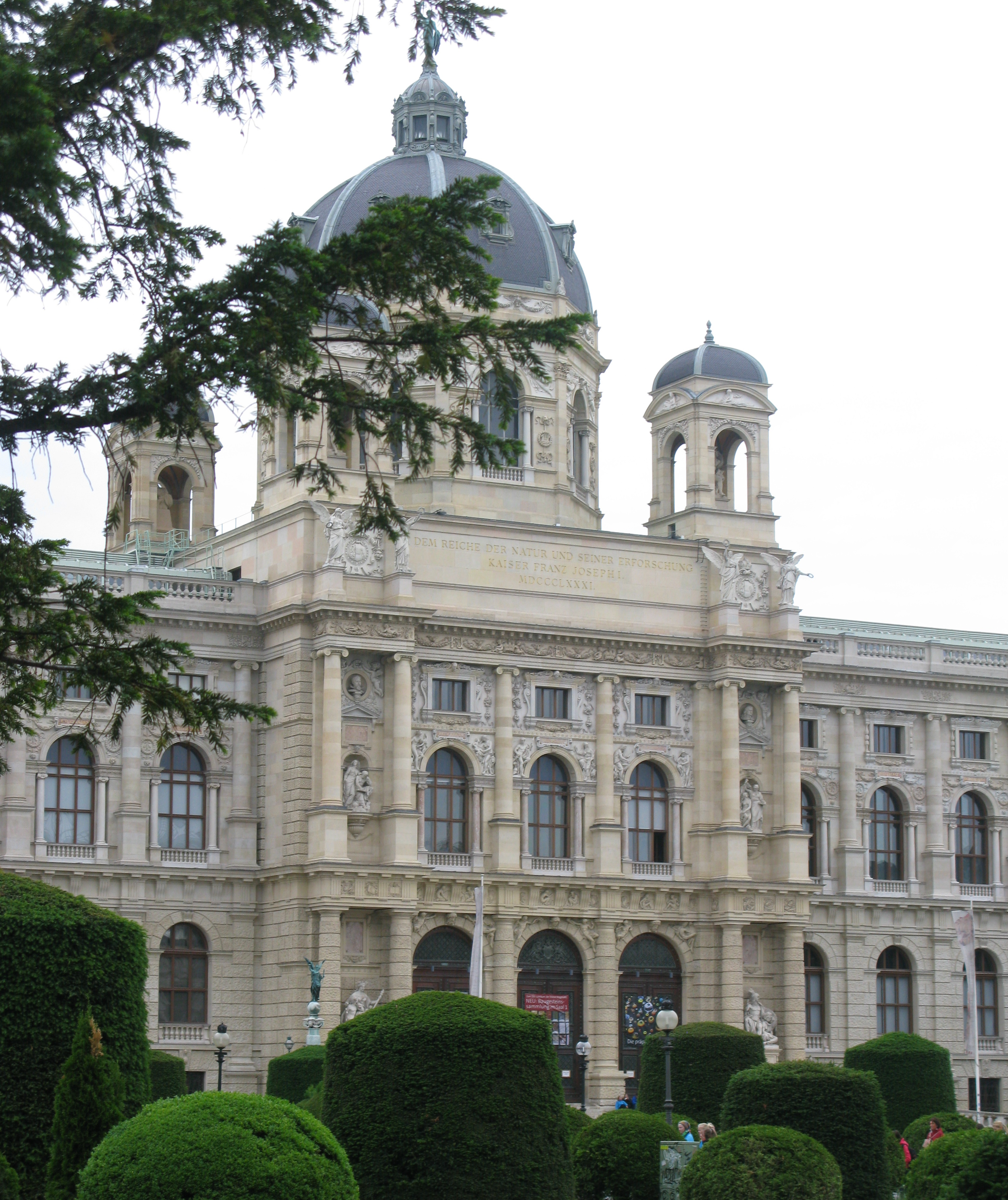 Kunsthistorisches Museum (ArtHistory Museum) and directly opposite the Natural History Museum