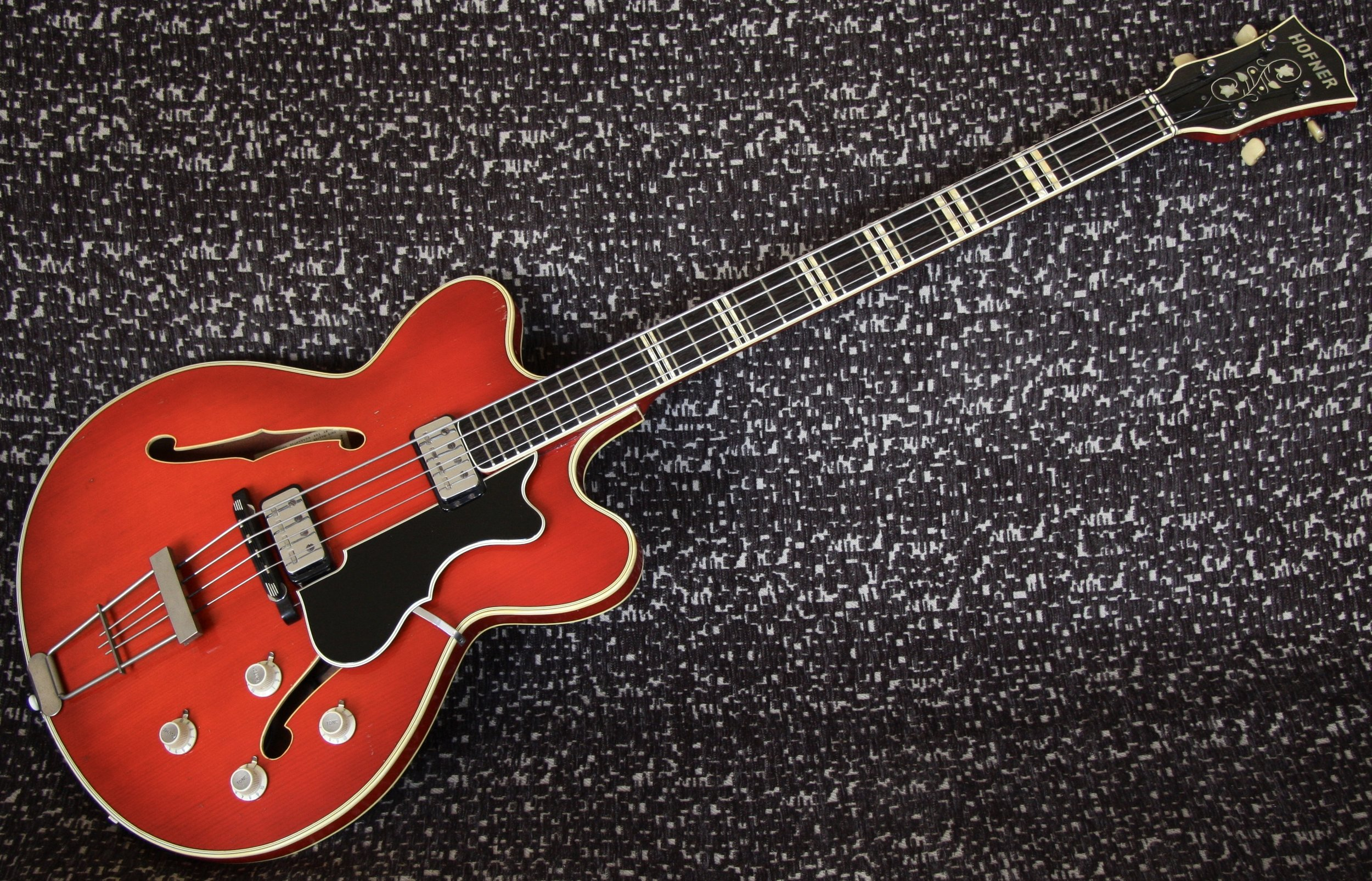 1964 Hofner Verithin Bass