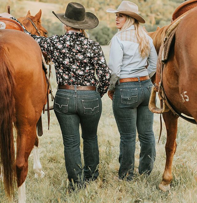 There's something about denim That compliments women And hugs all the right spots Giving all the cowboys the hots There's something about these Kimes As cowboys stand in line  And watch all the cowgirls shine (In hopes to call her mine) #californiadreamin ⠀⠀⠀⠀⠀⠀⠀⠀⠀⠀⠀⠀ We love our Jolene's! @kimesranchjeans ⠀⠀⠀⠀⠀⠀⠀⠀⠀⠀⠀⠀ ⠀⠀⠀⠀⠀⠀⠀⠀⠀⠀⠀⠀ 📸: @kcmaye for @buckwild_custom_wildrags
