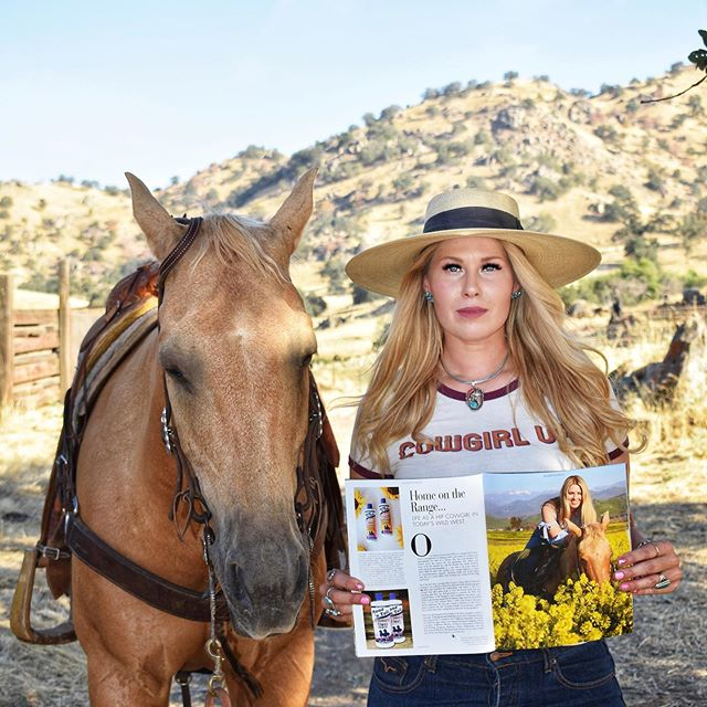 🌻✨Have you entered up yet?@manentailbeauty @manentailbeauty @cowgirlmagazine are hosting a GIVEAWAY! Deadline ends this Wednesday the 7th. Visit @cowgirlmagazine @manentailbeauty @manentailequine for more info! Better get on it! 🌻✨ ⠀⠀⠀⠀⠀⠀⠀⠀⠀⠀⠀⠀ ⠀⠀⠀⠀⠀⠀⠀⠀⠀⠀⠀⠀ 📸: @changalaaussies #californiadreamin #iamcowgirl
