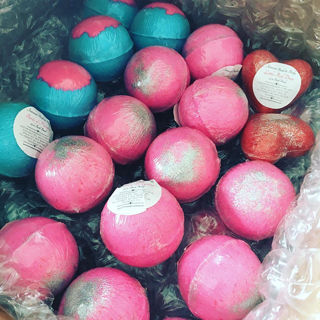 No better birthday 🎉 present than boxes and boxes full of bright glittery bath bombs! Come check out some of the first new arrivals today! #newproducts #toobadyoucantscratchandsniff #plentyofsparkle #summerscents #bathsaregoodforyourhealth #summer2017 #bathtime #hardtopickafavorite