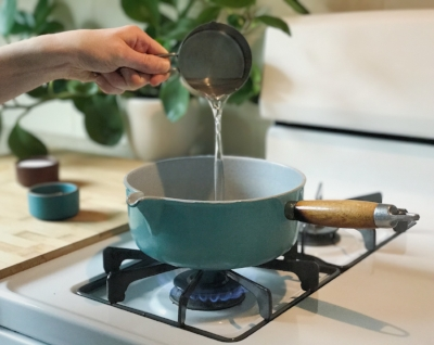 In a pot, bring 1 C water to a boil, then turn to a simmer.