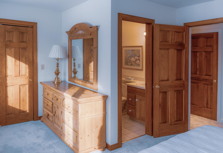 En suite Queen Room.jpg