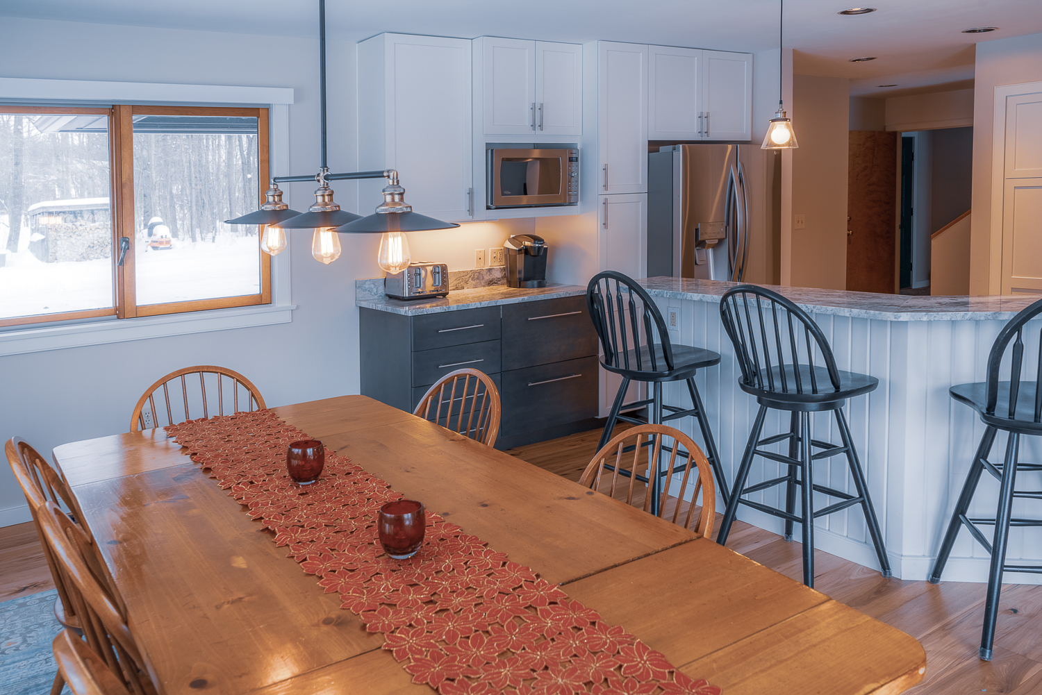Kitchen and dinner table.jpg
