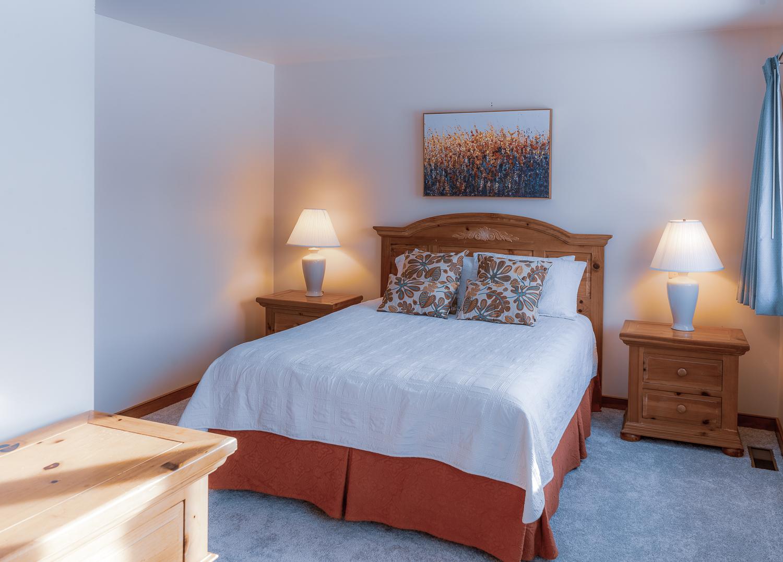 Queen Room en suite.jpg