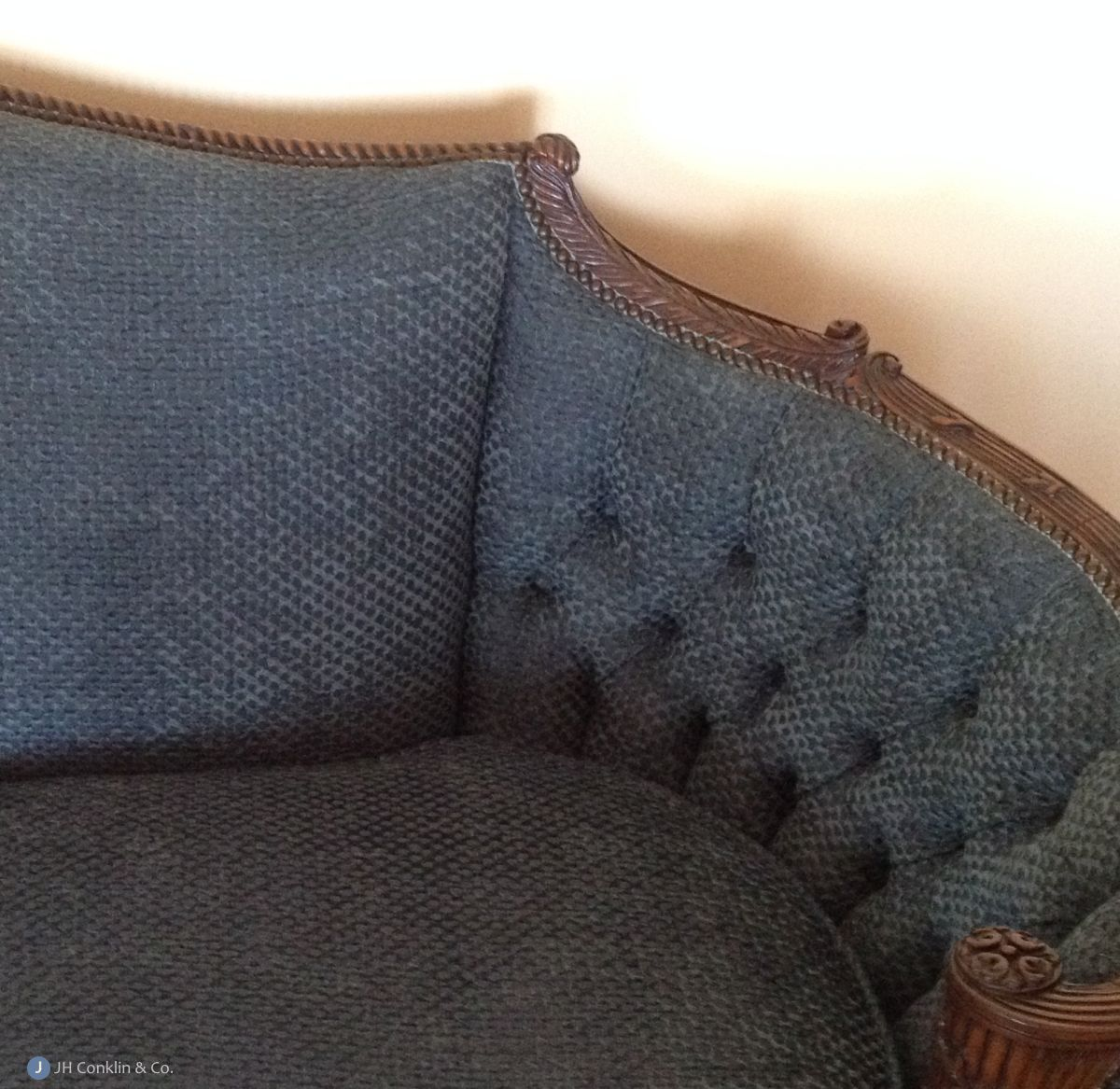 Tight-back sofa in plain and tufted styles